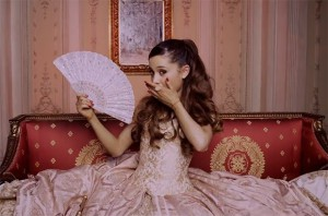 ariana-grande-right-there-musikvideo.jpg
